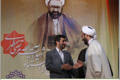 تقدیر دکتر احمدی نژاد از محقق نمونه حکمت مطهر